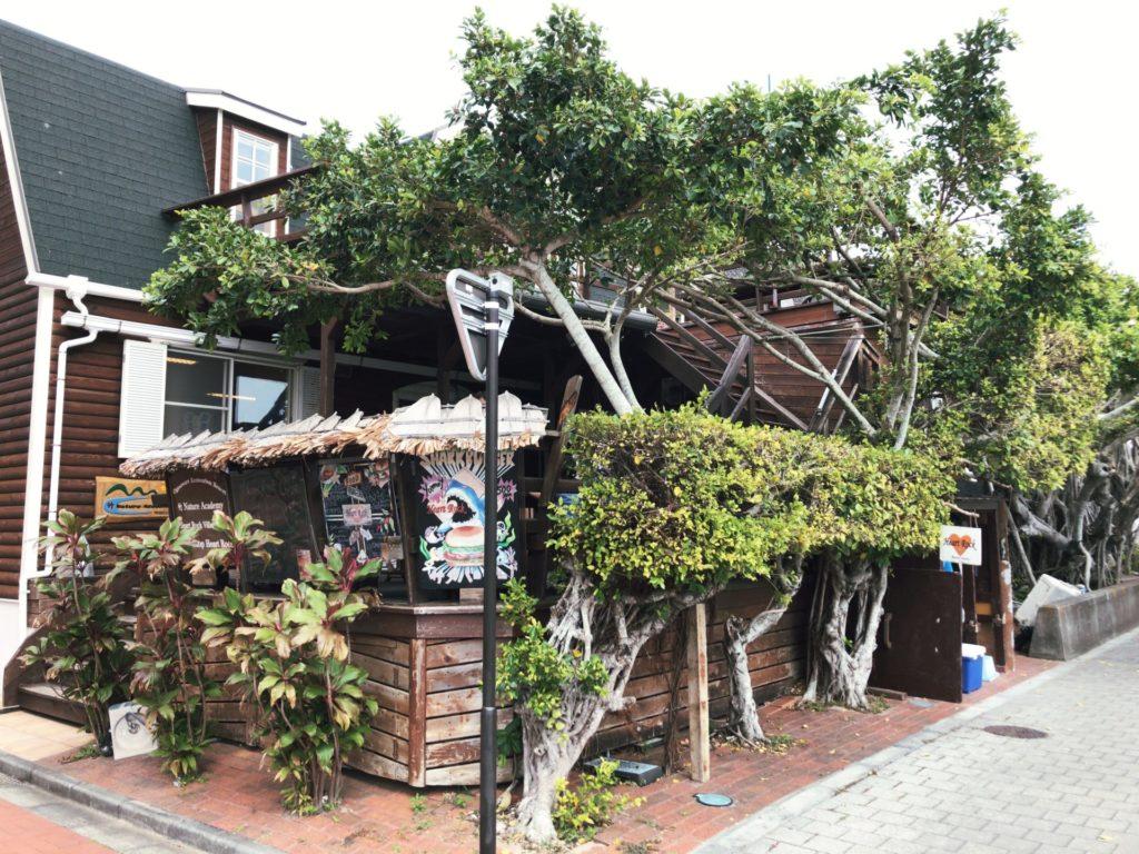 ハートロックカフェ父島の外観