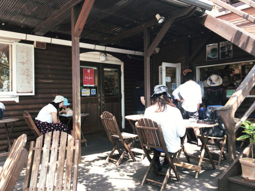 ハートロックカフェ父島のテラス席