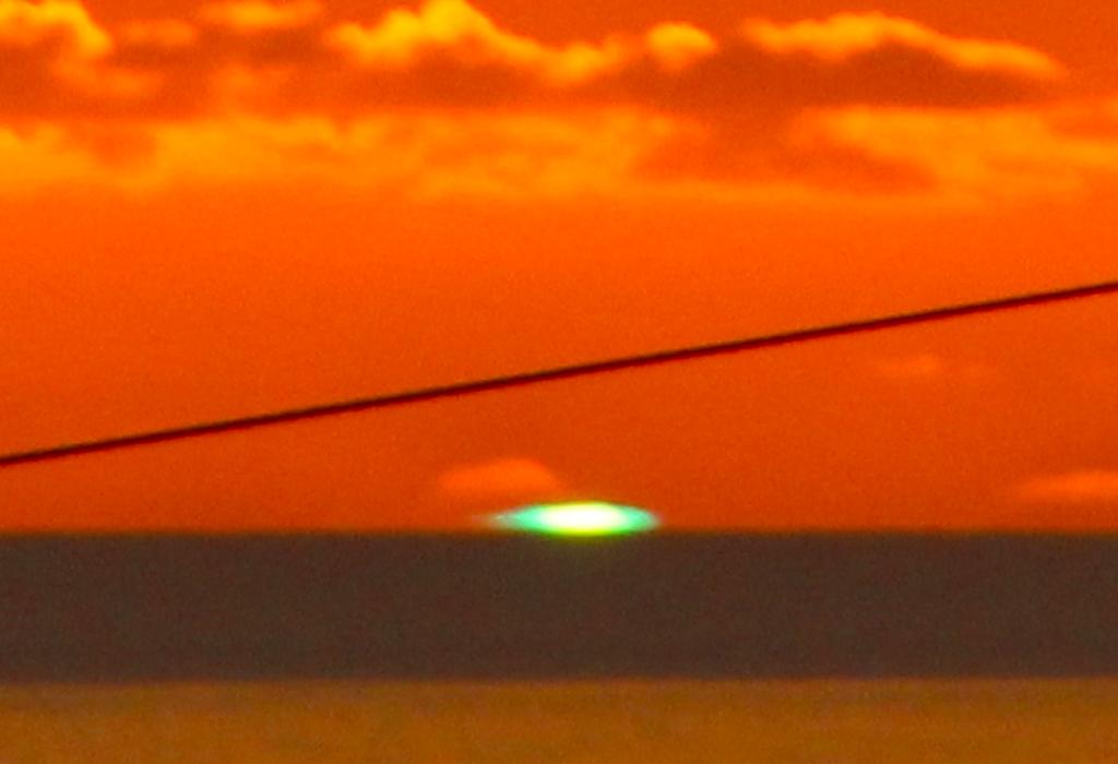 父島ウェザーステーション展望台のグリーンフラッシュのイメージ