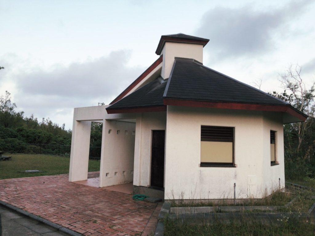 父島ウェザーステーション展望台にあるトイレ