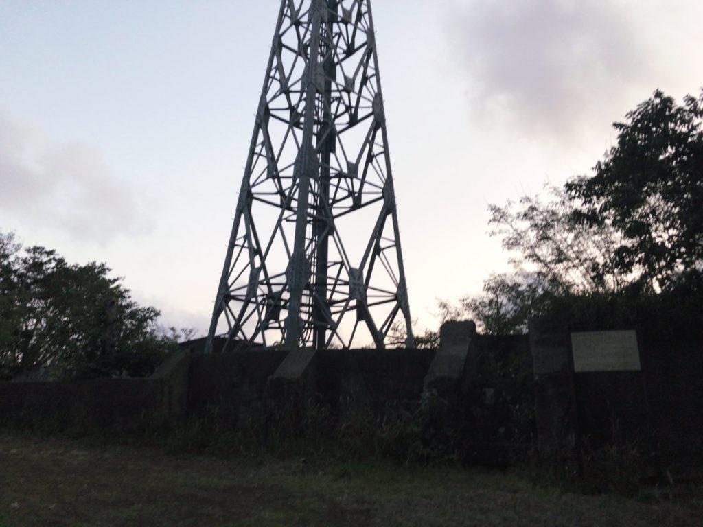 父島ウェザーステーション展望台の近くにある砲台